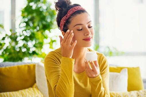 Забота о коже лица летом: топ-3 совета для гармоничного ухода