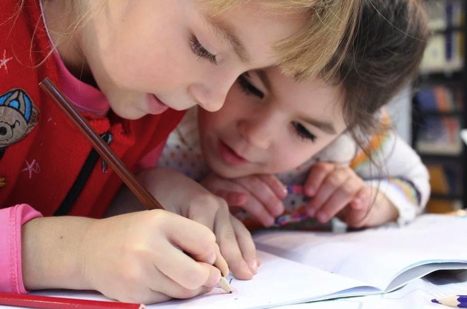 «Центр внимания»: в Украине запускают учебный проект для сотрудников интернатов и детских домов